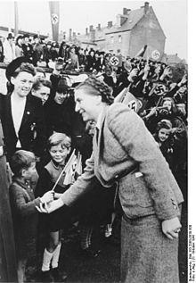 Gertrud Scholtz-Klink — Wikipédia