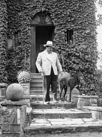 photograph of Heinrich George and his dog taken in 1930