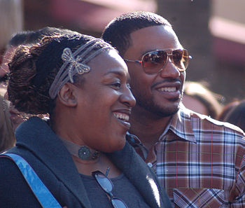 English: C. C. H. Pounder and Laz Alonso at a ...