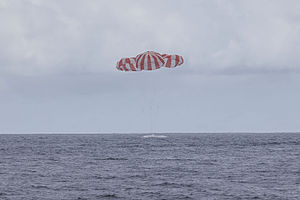SpaceX CRS-4 - Dragon capsule splashing down in the Pacific Ocean on 25 October 2014