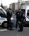 CRS en tenue anti-émeutes.JPG