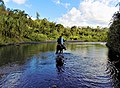 Campesino atravesando el río Murca.jpg