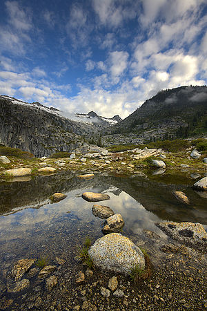 Geography of California - Alpine tarn in the Trinity Alps