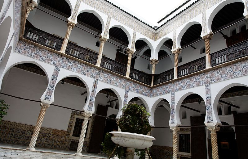 800px-casbah_of_algiers2c_villa_patio