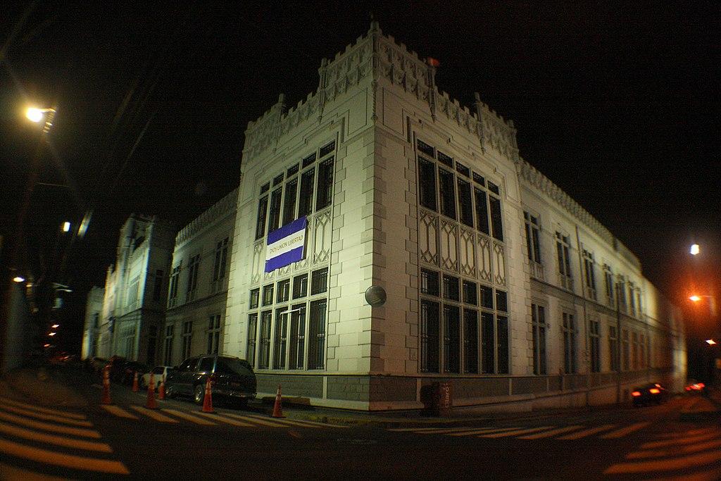 File castillo policia nacional san salvador jpg wikimedia commons for Ministerio policia nacional