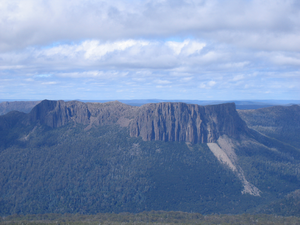 Cathedral Mountain (Tasmania) - Image: Cathedral rock skree