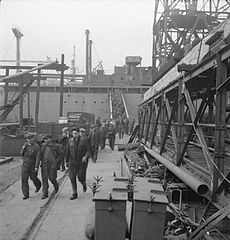 Cecil Beaton Photographs- Tyneside Shipyards, 1943 DB177.jpg