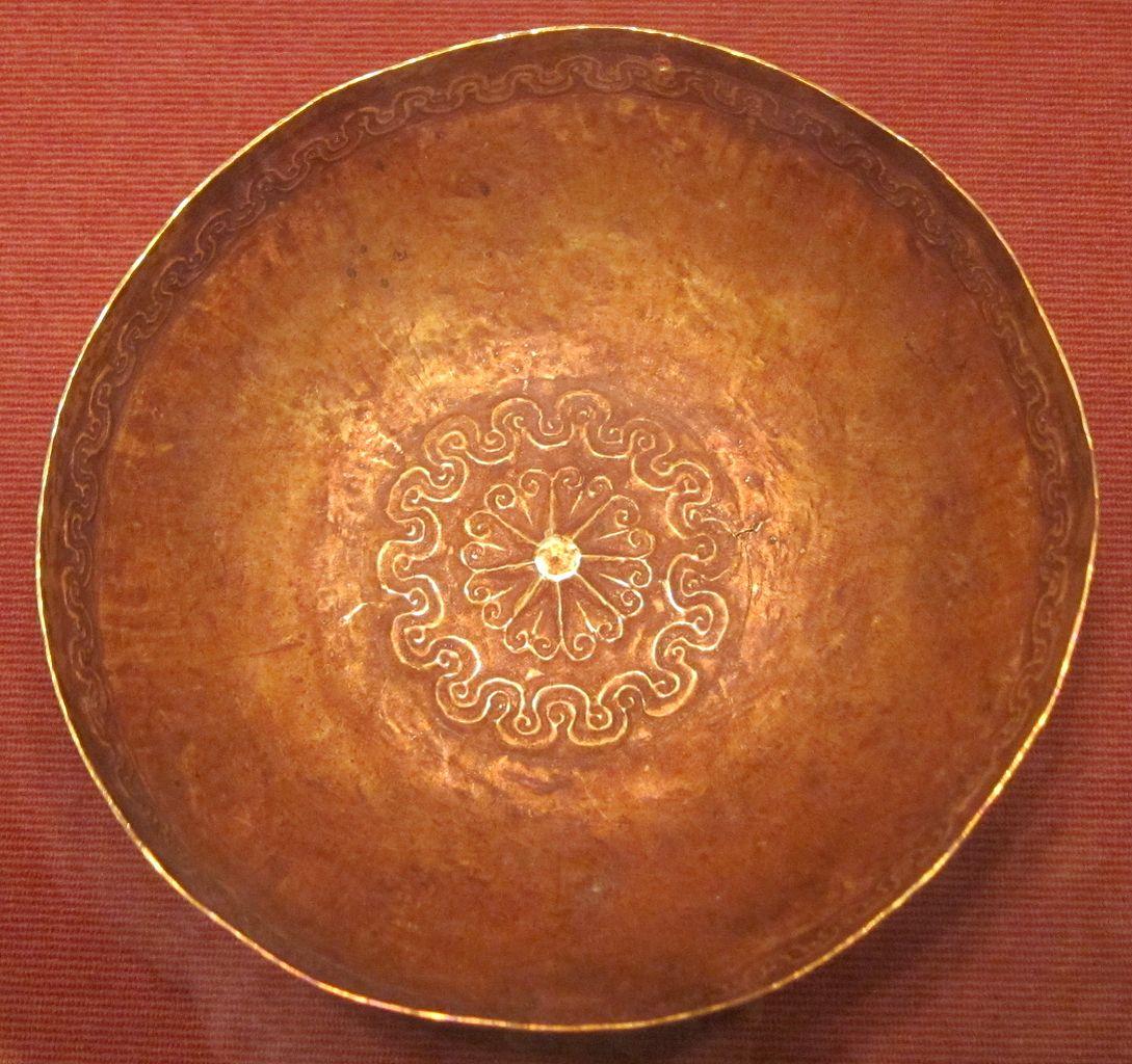 File:Ceremonial dish (piring mas), Southeast Moluccas