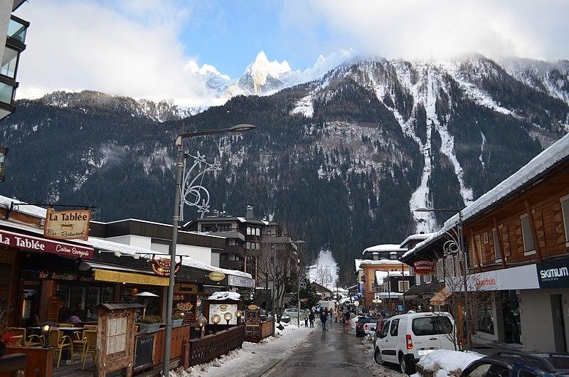 File:Chamonix winter (6743619333).jpg