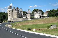 Chateau-de-montpoupon-ensoleille.jpg
