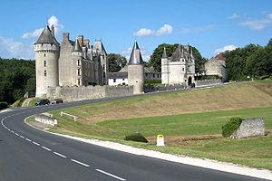 Quentin Durward (TV series) - Image: Chateau de montpoupon ensoleille