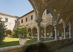 Church Sant'Elena (Venice) Cloister.jpg