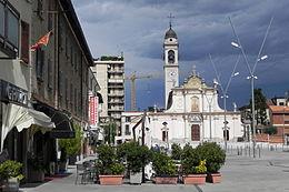Piazza Gramsci e la chiesa di Sant'Ambrogio