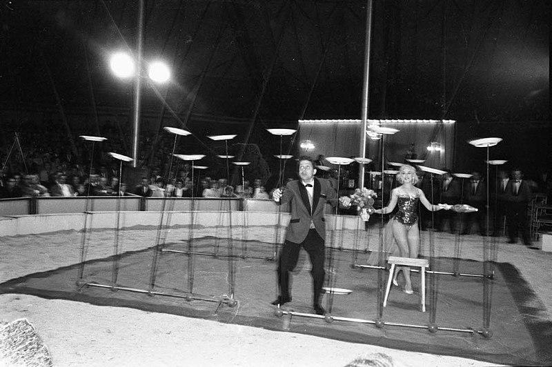 File:Circus Busch auf dem Wilhemplatz (Kiel 30.395).jpg