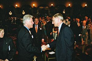 Carl Bildt - Bildt in a meeting with former US President Bill Clinton at Grand Hotel in Stockholm on 15 May 2001.