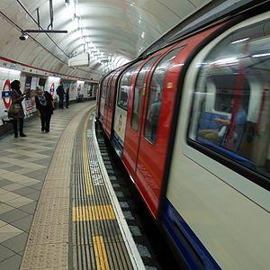 Platform gap - Image: Cmglee Bank Underground platform