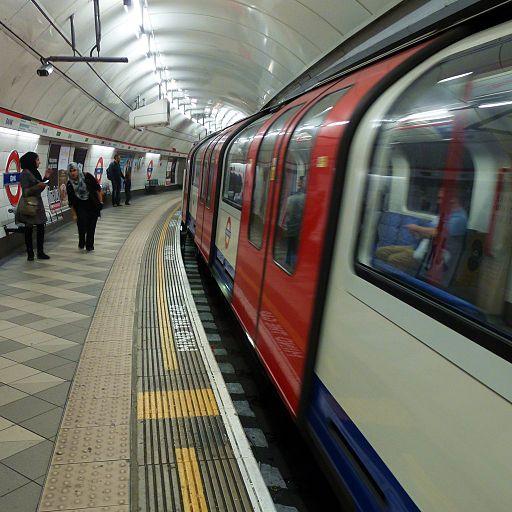 Cmglee Bank Underground platform