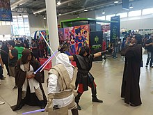 Cosplayers interpretando varios peronajes de Star Wars
