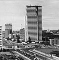 Collectie NMvWereldculturen, TM-20000872, Negatief, 'Gezicht op de Jalan Thamrin en de Jalan Imam Bonjol vanuit het hotel Kartika Plaza', fotograaf Boy Lawson, 1971.jpg