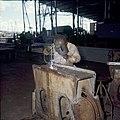Collectie Nationaal Museum van Wereldculturen TM-20029849 Een lasser aan het werk bij de Curacaose Dok Maatschappij Curacao Boy Lawson (Fotograaf).jpg