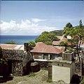 Collectie Nationaal Museum van Wereldculturen TM-20030077 Overzicht op bebouwing Sint Eustatius Boy Lawson (Fotograaf).jpg