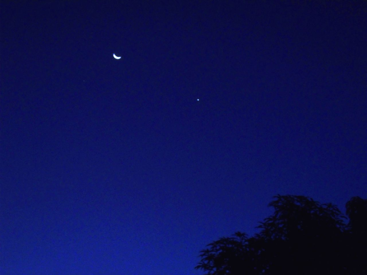 File:Conjunção Tripla entre Lua, Vênus e Aldebaran JPG