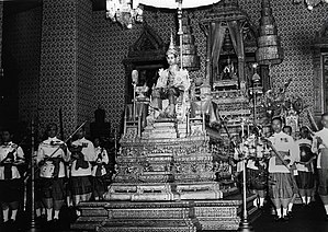 Thailand in the Korean War - Image: Coronation audience at the Amarin Winichai of King Rama IX