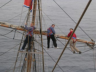 """Yard (sailing) - The fore royal yard on the Prince William. Prince Williams royal yards are the highest and smallest yards on the ship, are made of wood, and are """"lifting yards"""" that can be raised along a section of the mast. Here it is in the lowered position."""