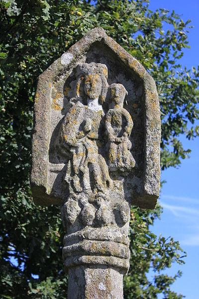 Croix du Point du Jour à Saint-Allouestre, Morbihan, France. Face ouest, détail.