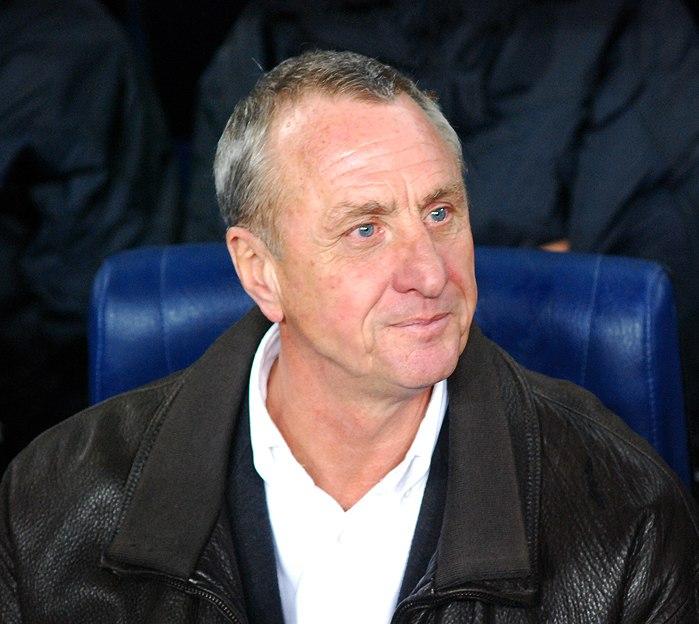 Cruyff a la banqueta del Camp Nou