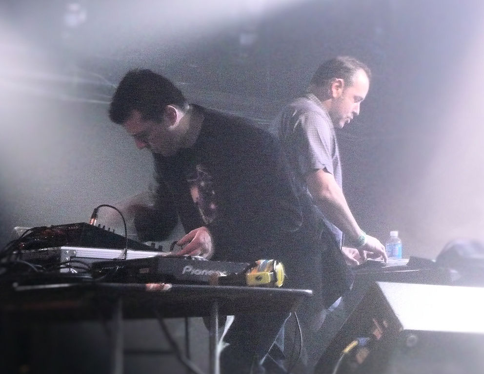 File:Crystal Method, March 2009.jpg - Wikimedia Commons