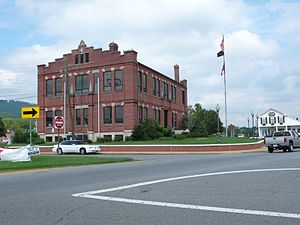 Dade County Courthouse in Trenton, Georgia, USA.jpg