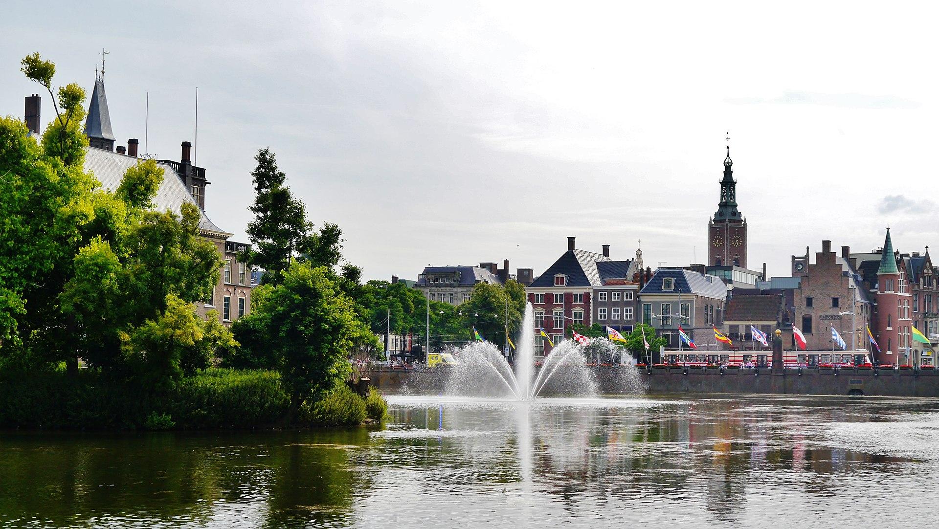 Den Haag Binnenhof Hofvijver 1.jpg
