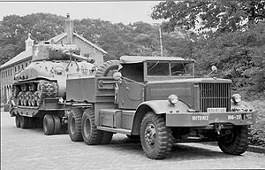Diamond T Tranksporter with Sherman tank, in u...