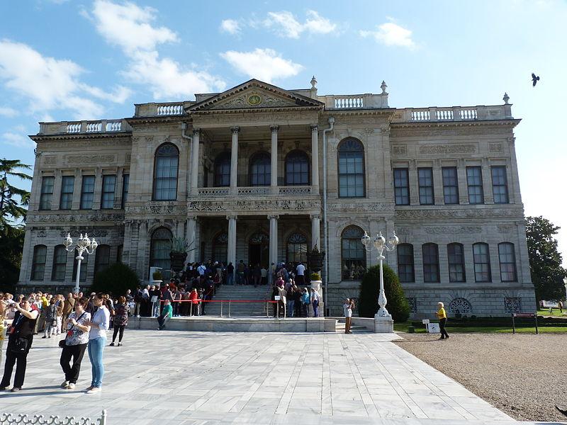 File:Dolmabahçe Palace Garden - Istanbul, 2014.10.24 (15 ...