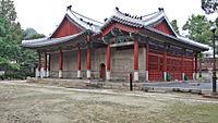 Dongmyo Shrine Memorial Hall - Seoul, South Korea 13-03140.JPG