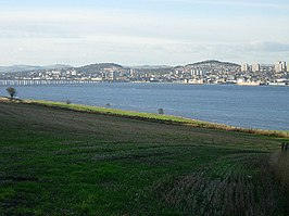 Dundee and the Tay estuary from Fife - geograph.org.uk - 77631.jpg