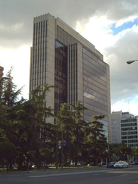 File:Edificio Cuzco IV (Madrid) 01.jpg