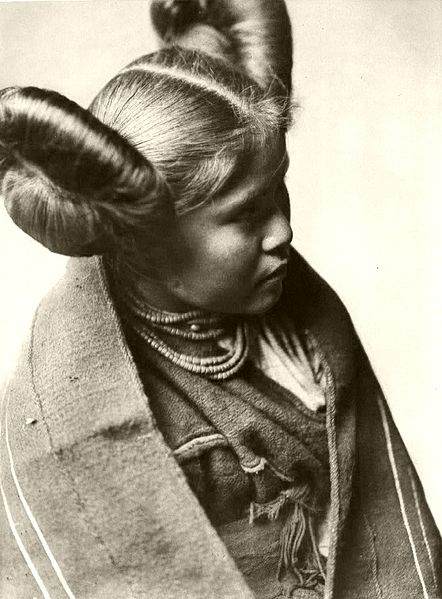 File:Edward S. Curtis Collection People 023.jpg