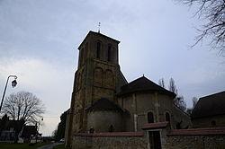Eglise Saint-Pierre de Saint-Pierre-les-Etieux (Cher), Clocher et Absides.JPG