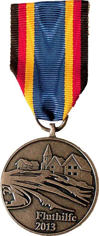German Flood Service Medal (2013) - Image: Einsatzmedallie Fluthilfe 2013front