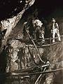 Escravos trabalhando numa mina de ouro.jpg