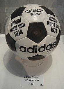 1c13852d43 Adidas Telstar da Copa do Mundo FIFA de 1974.