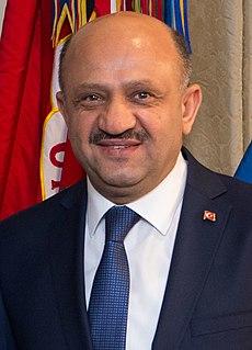 Fikri Işık Turkish politician, educator
