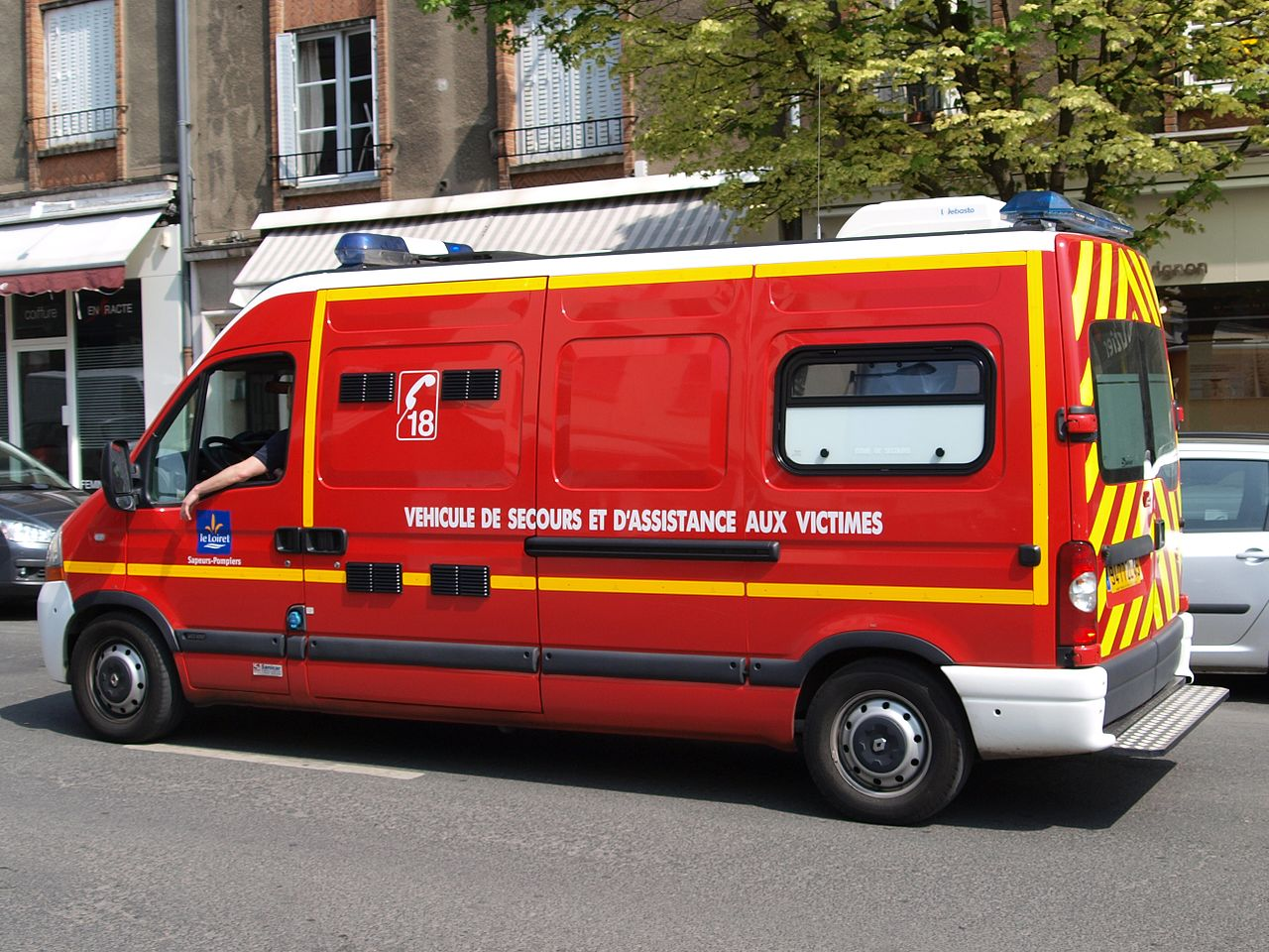 file fire dept ambulance renault at orleans p3 jpg. Black Bedroom Furniture Sets. Home Design Ideas