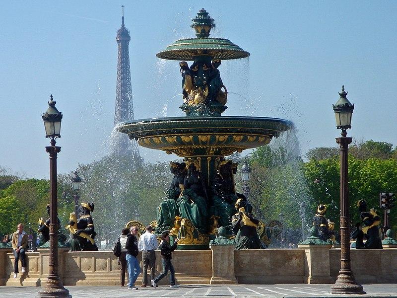 Archivo:Fontaine de la place de la Concorde Paris 04 07 97 8x6.jpg