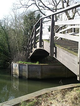 Footbridge, Thames riverside path. - geograph.org.uk - 110366