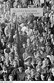 Fotothek df roe-neg 0002168 002 Besucher der Friedenskundgebung am 22. Juni 1950.jpg