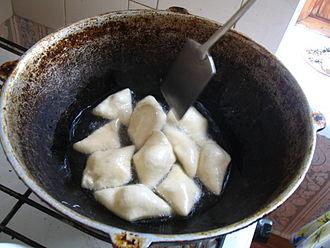 Boortsog - Image: Frying boorsoq