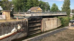 Tiedosto:Göta Canal (lock)- Opening of the water lock (2).webm